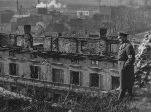Niemcy już 9 września 39 roku spalili Żydów w synagodze i oskarżyli o toPolaków